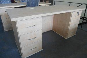 Newline-bowfrot-desk